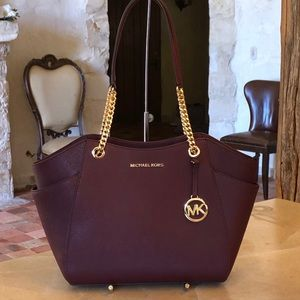 NWT Michael Kors Jet Set chain handbag merlot